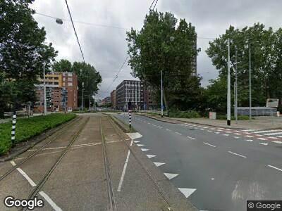 Ambulance met grote spoed naar Jan Tooropstraat in Amsterdam