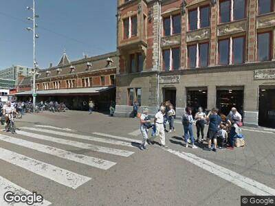 Ambulance met gepaste spoed naar Stationsplein in Amsterdam