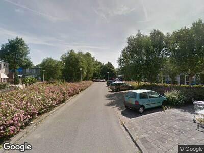 Ambulance met grote spoed naar Albert Verweylaan in Delft