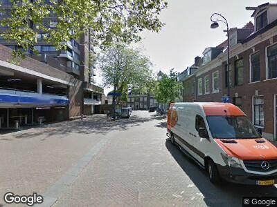 Ambulance met gepaste spoed naar Lange Herenstraat in Haarlem
