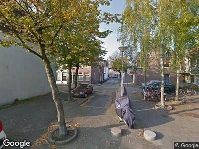 Ambulance met grote spoed naar Johannes de Breukstraat in Haarlem