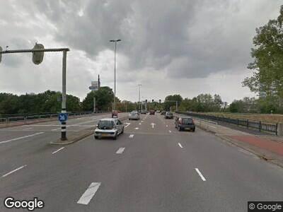 Ambulance met grote spoed naar Burgemeester Matsersingel in Arnhem
