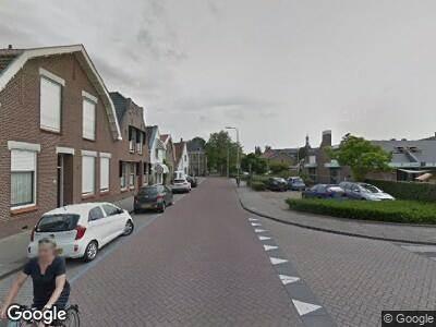 Politie naar Oost-Voorstraat in Oud-Beijerland