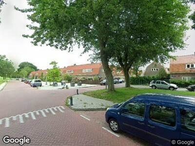 Ambulance met grote spoed naar Kometensingel in Amsterdam