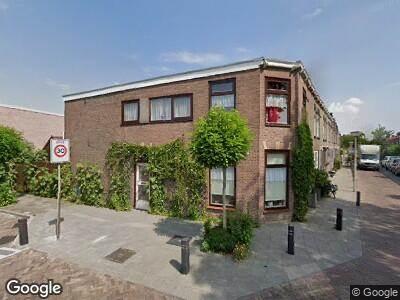 Ambulance met grote spoed naar Van der Veldstraat in Lisse