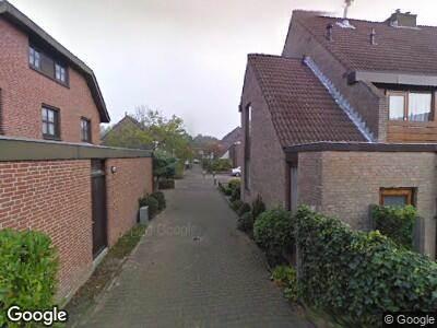 Ambulance met grote spoed naar Loevestein in Alphen aan den Rijn