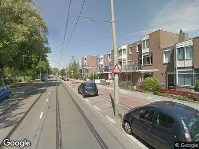 Ambulance met grote spoed naar Margaretha van Hennebergweg in 's-Gravenhage