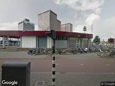 Ambulance met grote spoed naar Marconiplein in Rotterdam