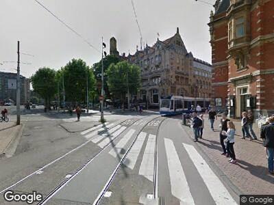 Ambulance met grote spoed naar Leidseplein in Amsterdam