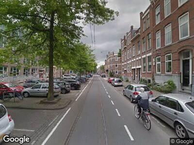 Ambulance met grote spoed naar Claes de Vrieselaan in Rotterdam