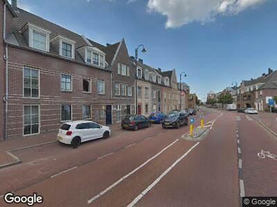 Ambulance met grote spoed naar Laan van Broekpolder in Beverwijk