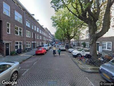 Ambulance met gepaste spoed naar Pieter van der Doesstraat in Amsterdam