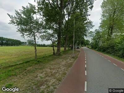 Ambulance met grote spoed naar Loosterweg Noord in Lisse