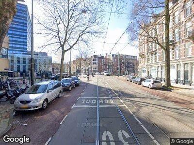 Ambulance met grote spoed naar Roetersstraat in Amsterdam