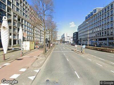 Ambulance met grote spoed naar Weesperstraat in Amsterdam