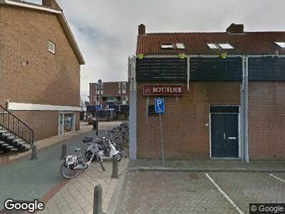 Brandweer met grote spoed naar Anjelierenstraat in Rijnsburg vanwege waarnemen gaslucht