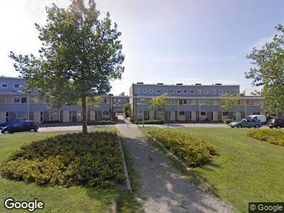 Ambulance met grote spoed naar Sluiskolk in Alphen aan den Rijn