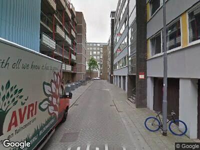 Ambulance met gepaste spoed naar Achterharingvliet in Rotterdam