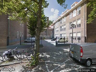 Ambulance met grote spoed naar Orteliusstraat in Amsterdam