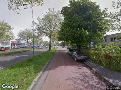 Ambulance met grote spoed naar Hoofdweg in Rotterdam