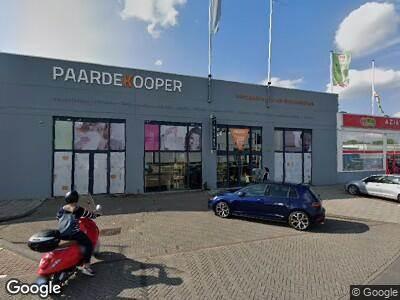 Ambulance met grote spoed naar De Flinesstraat in Amsterdam-Duivendrecht