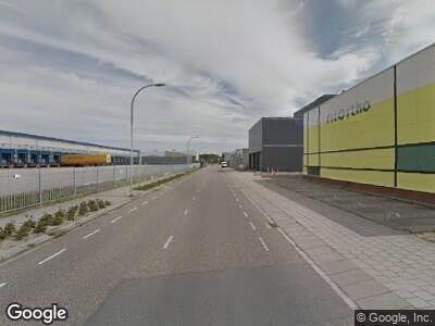 Ambulance met grote spoed naar Laan van Waalhaven in 's-Gravenhage