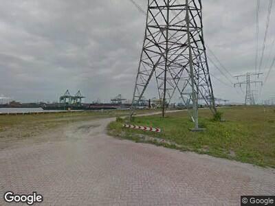 Ambulance met gepaste spoed naar Loswalweg in Maasvlakte Rotterdam