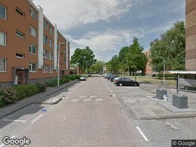 Brandweer met grote spoed naar Tonijnstraat in Hoogvliet Rotterdam vanwege waarnemen gaslucht
