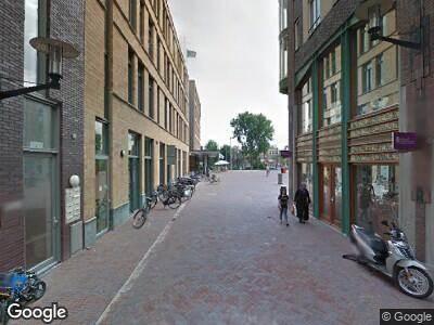 Ambulance met gepaste spoed naar Oranje-Vrijstaatplein in Amsterdam