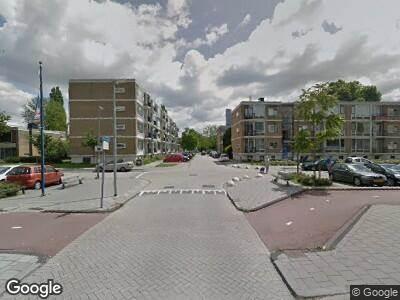 Ambulance met grote spoed naar Loeffstraat in Schiedam