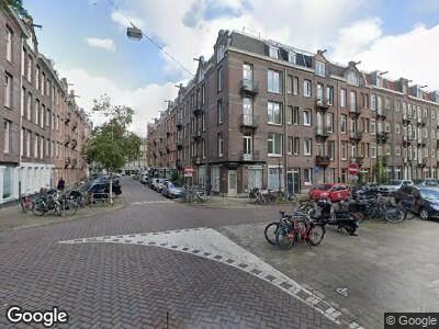 Ambulance met grote spoed naar Baarsstraat in Amsterdam
