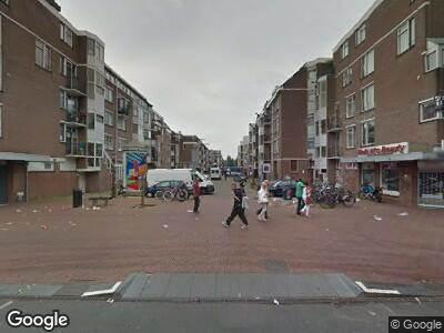 Ambulance met grote spoed naar Wagenaarstraat in Amsterdam