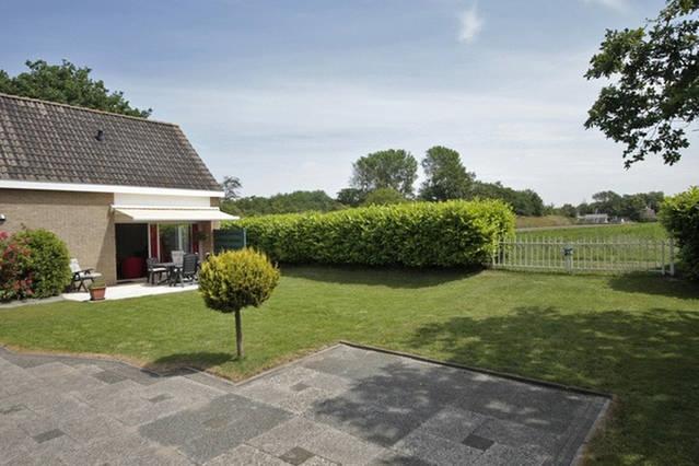 Prachtige bungalow & grote tuin, direct aan strand