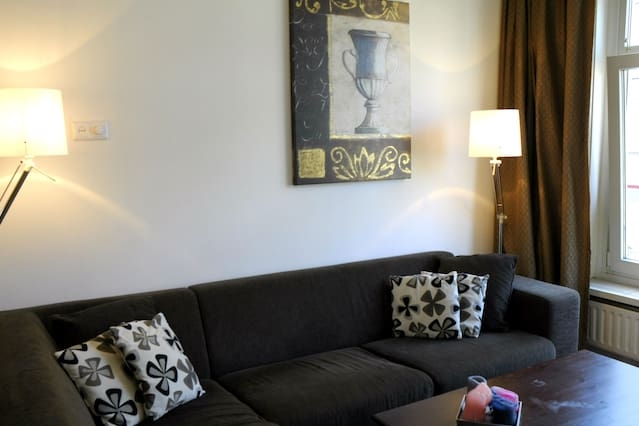 Light apartment / spacious balcony