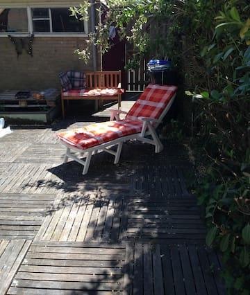 Spacious room with sunny garden
