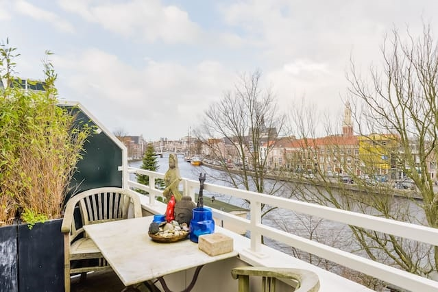 Spaarne Riverside Apartment for 3