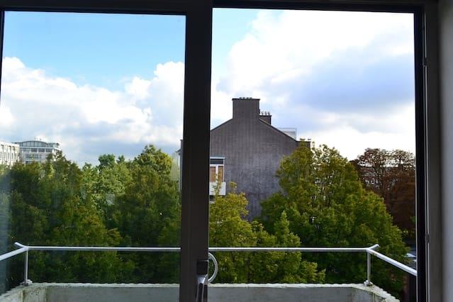 Slaapkamer voor 1 persoon in top/hoek appartement - Oozo.nl