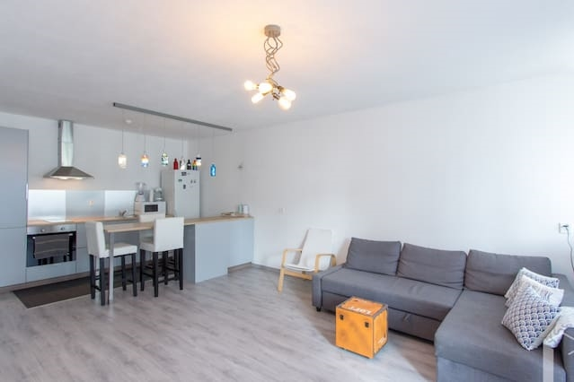 Centrally located on walking distance from Rdam CS