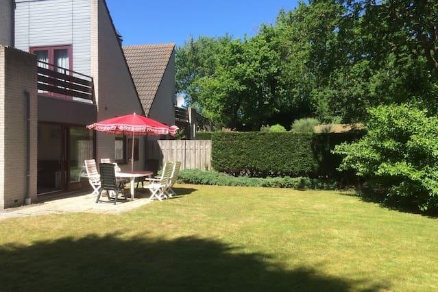 Groot vakantiehuis met dakterras en heerlijke tuin