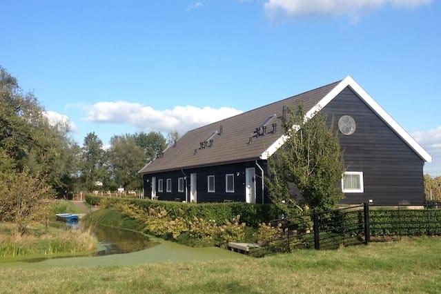 Luxe vakantiehuis op boerderij vlakbij de stad!