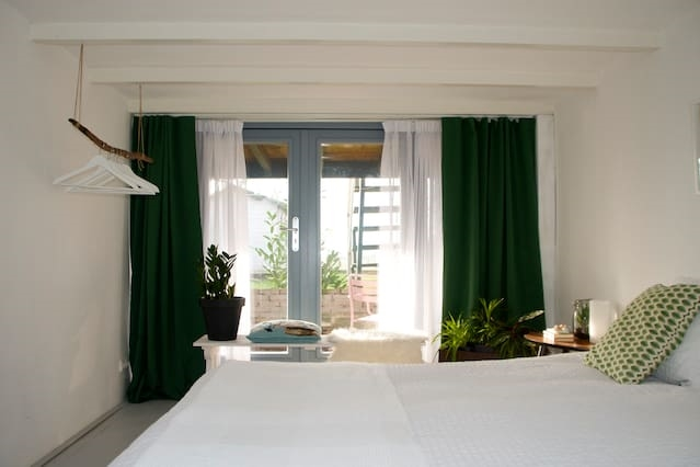 B & B room with a green view in Amsterdam