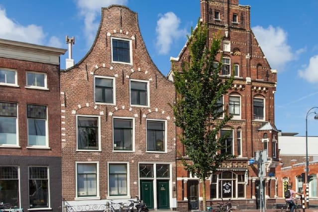 Waterfront view family house in heart of Haarlem