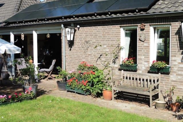Knus huisje, privé badkamer in mooie Engelse tuin.