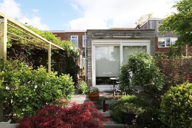 Sfeervol huis met tuin a h water oozo