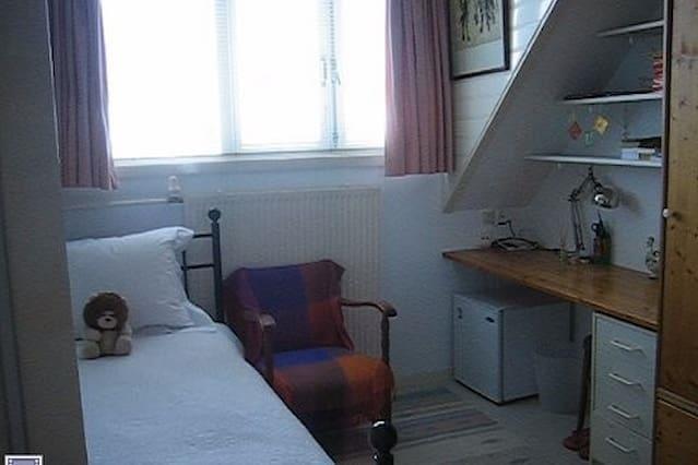 rustige kamer te Voorburg, bij OV