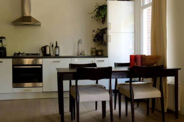 Cozy apartment 15 mins from Central Amsterdam