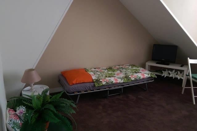 gezellige slaapkamer op daketage bij luchthaven