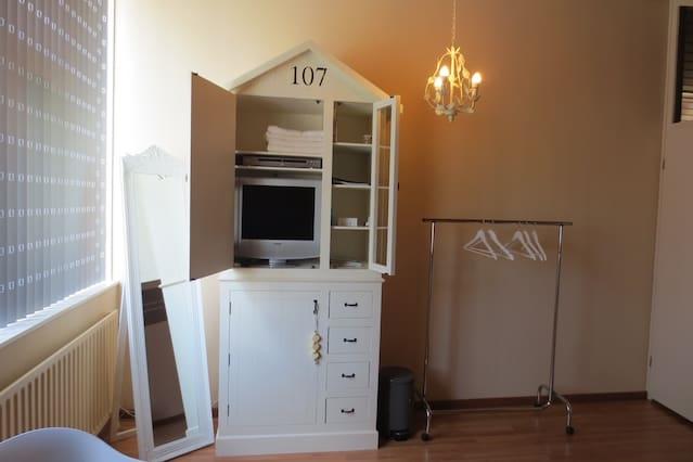 Badkamer Met Strandgevoel : Fijne privékamer met strandgevoel eigen badkamer oozo