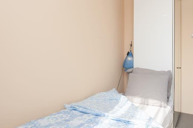 Single, bed & coffee