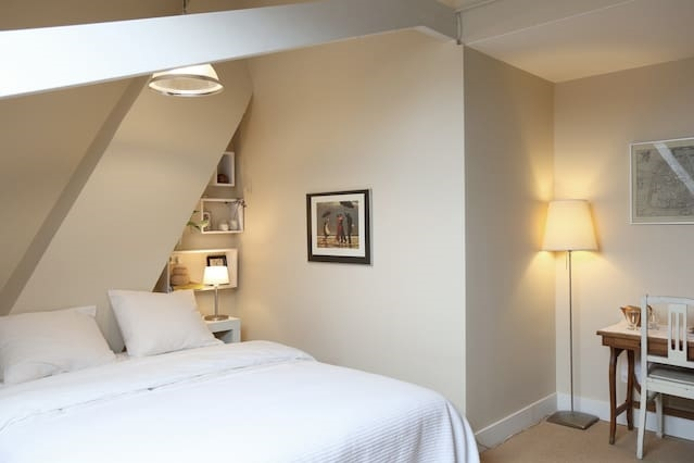 Loft room in historic Canal House, great location